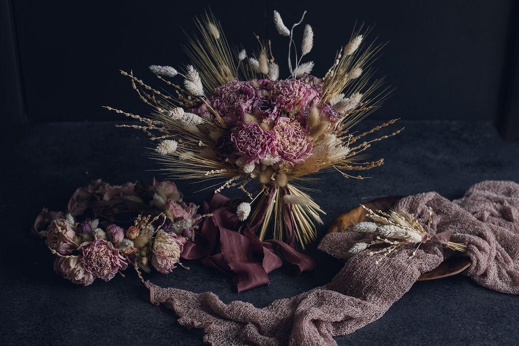 light pink dried flower bouquet