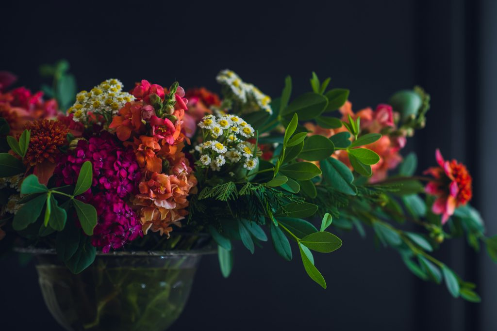 vibrant autumn centerpiece with snapdragons and feverfew